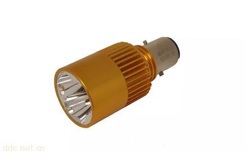 东日欣040P安装最方便的车灯