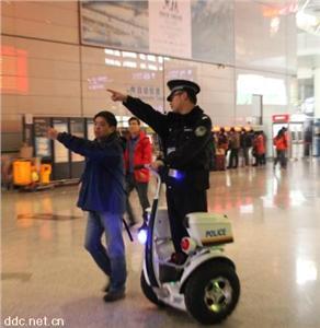 巡逻款电动平衡车