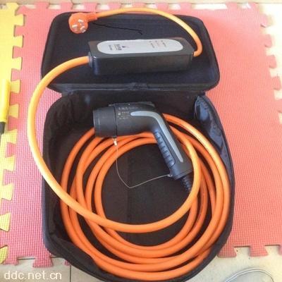 龙科220v电动汽车便携充电器