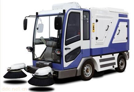 电动封闭驾驶式扫地车