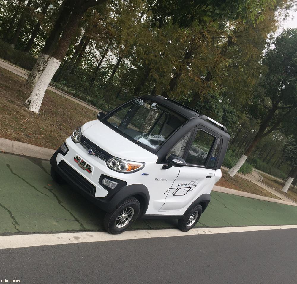 欧派奇豪华型电动四轮代步车
