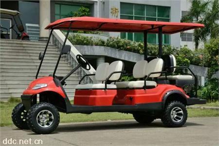 两座高尔夫球场维护车