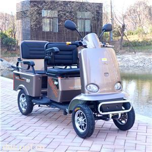 四轮老年人电动代步车