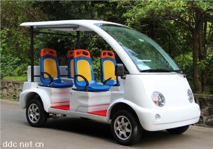 四輪白色電動巡邏車
