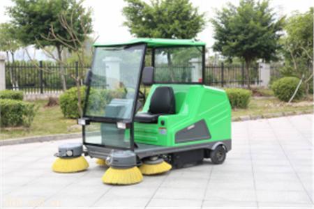 米森电动驾驶式扫地车