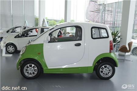 2座吉利康迪K10新能源汽车