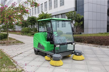 DQS18A诺乐电动单人驾驶式扫地车路面清洁