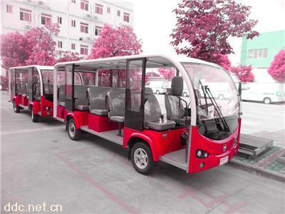 一台十四座的观光车
