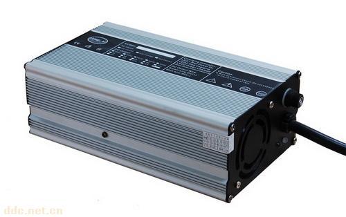 磷酸铁锂电池充电器60V10A电动车电动三轮车充电器