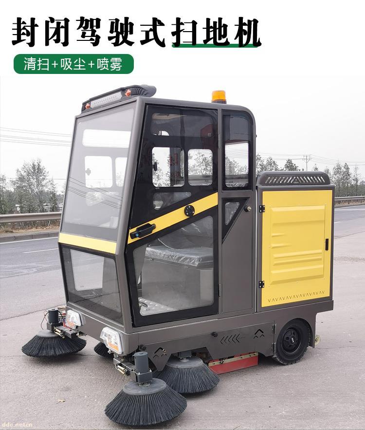 小型扫地车
